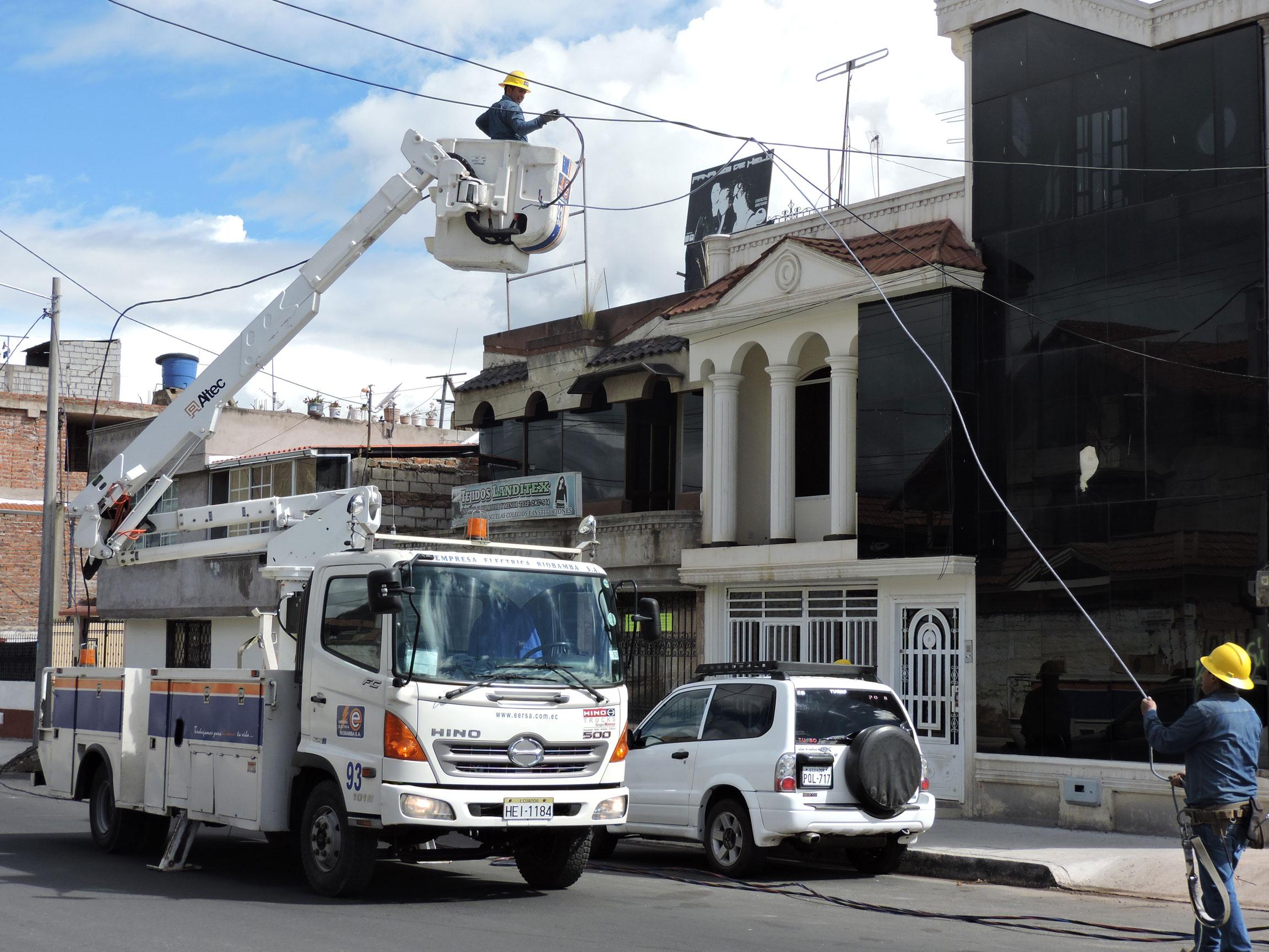 EERSA mejoró alumbrado público en la calle Gonzalo Dávalos