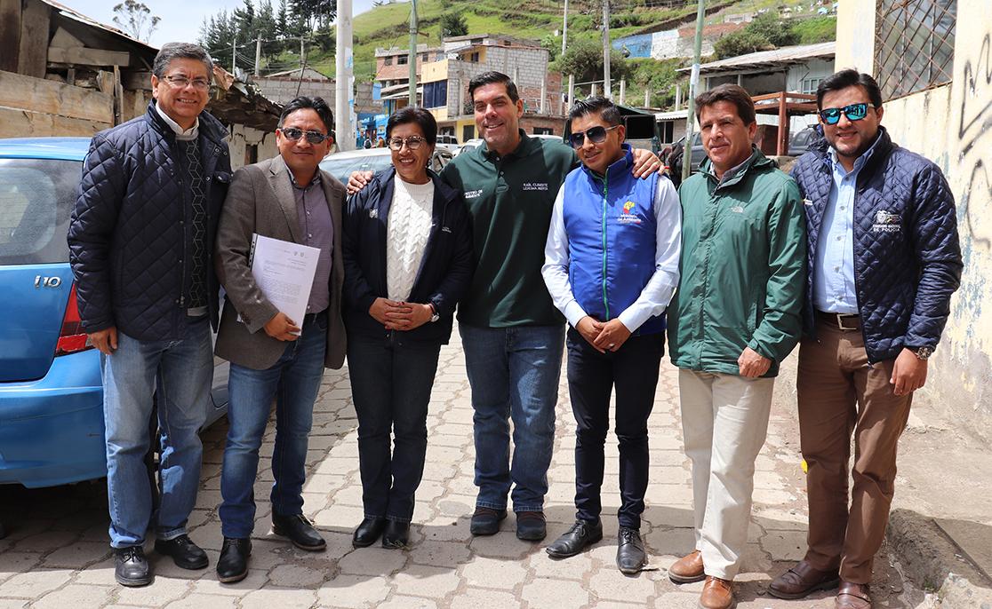 Ministro de Ambiente entregó licencia a proyecto de la EERSA