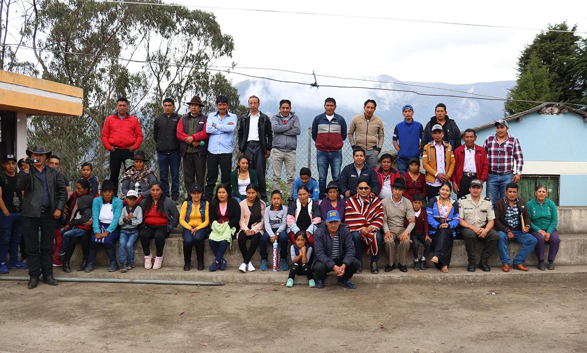 Comunidades de Químiag reciben proyectos de la EERSA