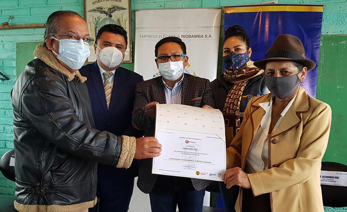 300 habitantes de Chaguarpata beneficiados con proyecto eléctrico