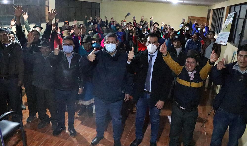 Comunidades de Alausí y Chunchi recibieron obras eléctricas