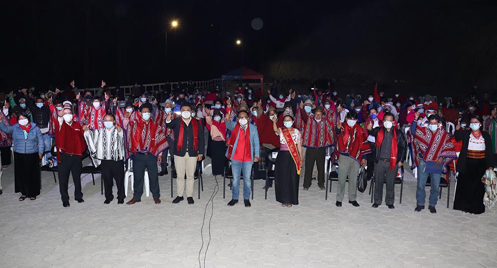 300 moradores de la parroquia Cacha beneficiados con obras eléctricas